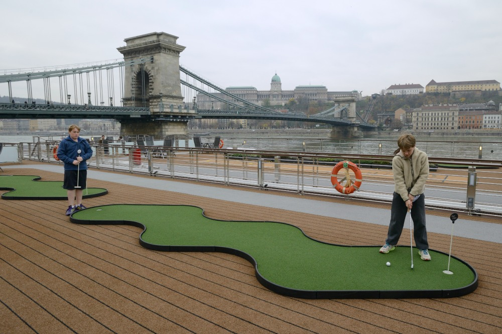 Playing golf on the Viking Alsvin